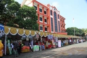 7. Suasana Bazar Praktik Kewirausahaan mahasiswa FEB Unikama